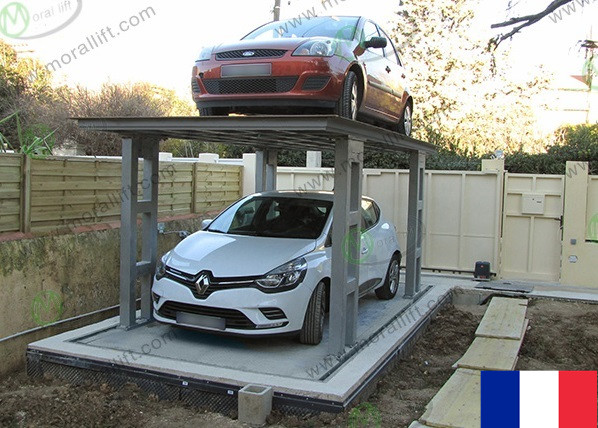 Double platform car lift in France